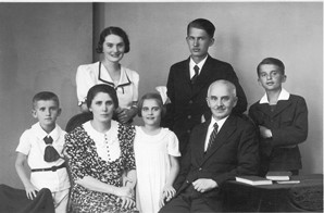 The Jaki family. From left, Teodoz, Mother, Erszike, Etuska, Zeno, Father, Stanley. Etuska died in 1942. Erszike married and survived all her brothers.