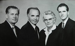 Sixties – The three Jaki brothers with their mother. Father Jaki could return to Hungary only in 1964, as an USA citizen.