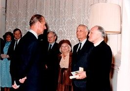description-of-1987-london-stanley-jaki-chatting-with-prince-philip