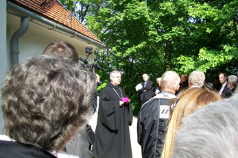 Archabbot Asztrik Várszegi speaks before the inhumation in the crypt of the Chapel of Our Lady