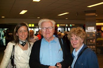 2009 – Budapest – Fr Teodóz Jáki, Maria B. Raunio and the niece of Father Jaki welcome Antonio Colombo at the Airport