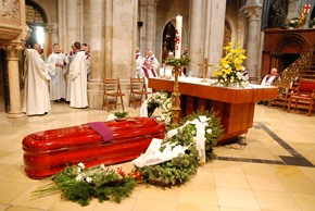 Father Jaki's coffin in front of the altar