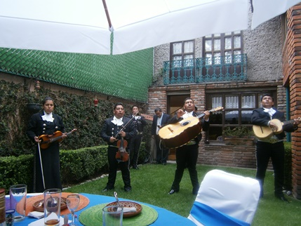During the above mentioned lunch, a local band played traditional Mexican songs
