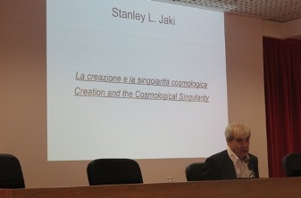 Fernando Di Mieri at the beginning of his presentation about Creation and the Cosmic Singularity.
